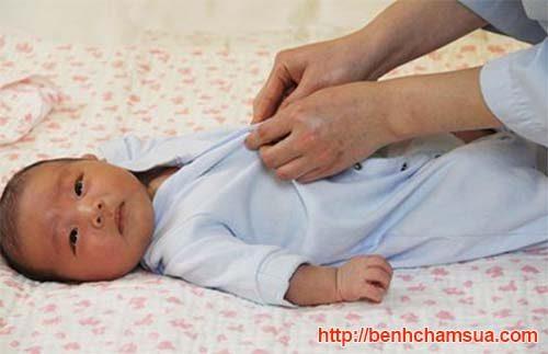 Vệ sinh sạch sẽ, kiêng cữ để chàm sữa ở trẻ không tái phát