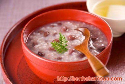 Món cháo đậu đỏ rau ngô - Một trong những bài thuốc đông y trị bệnh chàm sữa