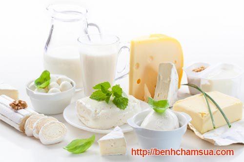 Bé bị chàm sữa mẹ kiêng ăn những chế phẩm từ sữa, đậu nành, trứng -bé bị chàm sữa mẹ cần kiêng gì và ăn gì