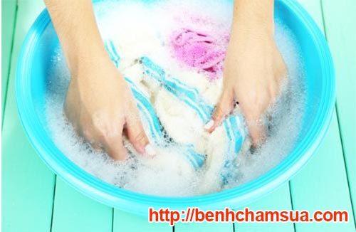 Không nên tiếp xúc với xà phòng khi đang mắc bệnh chàm khô