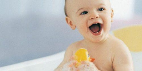Chọn loại sữa tắm phù hợp và an toàn cho da bé